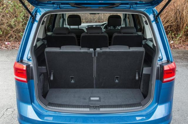 Highlighting the lack of space for a Family which require the use of all 7 seats. But require the luggage space for family items and baby paraphernalia, one thing to look at when buying a new car.
