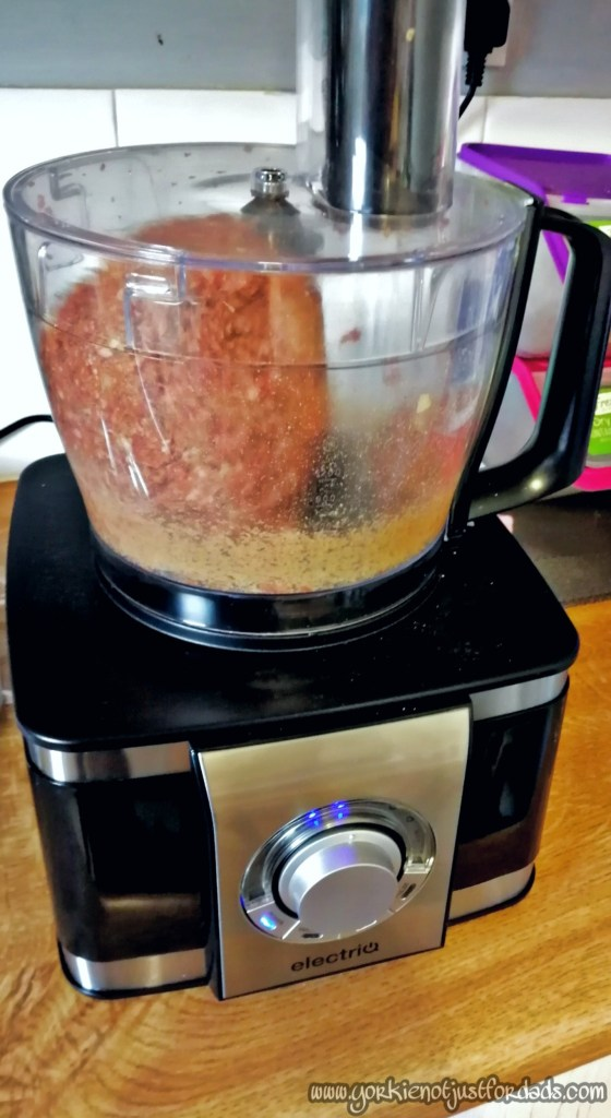 I used my Electriq Food Processort to help mix and bind all of the ingredients for my Slimming world fakeaway homemade doner kebab meat together.