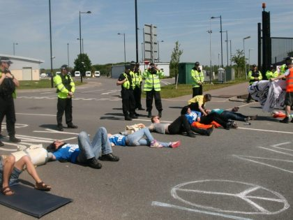 Yorkshire CND join blockade of AWE Burghfield