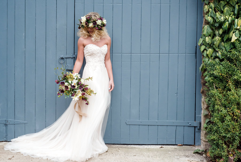 The English Wedding Blog – Daisies In Her Hair… Wedding Style Inspiration For A Late Spring Bride