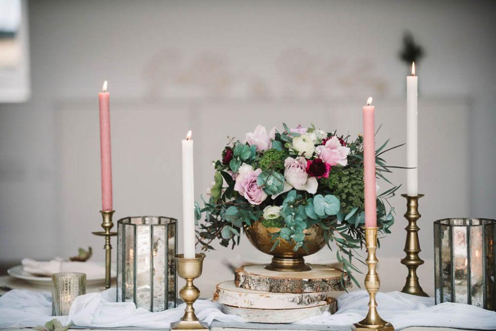 Table arrangement Styling: Suzanne Oddy Design Ltd Photo: Georgina Brewster Photography