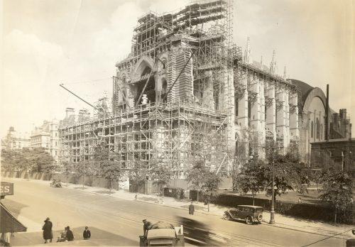 41_cath_street_scene_nave_Sept24_1928a
