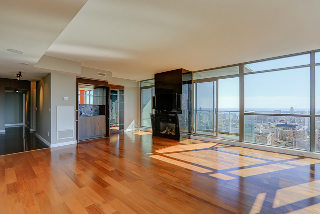 281 MUTUAL STREET PENTHOUSE FOR SALE - LIVING AREA
