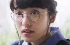 モスバーガーCMの女の子は誰?丸メガネでガブつく姿がかわいい!