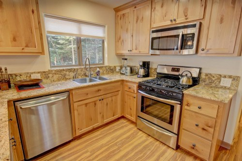 Fully modern kitchen with stove, dishwasher, blender, granite countertops