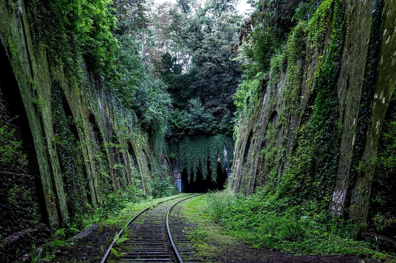 誰も見つけられなかった、イタリアのトンネルで消えた不可解な列車!