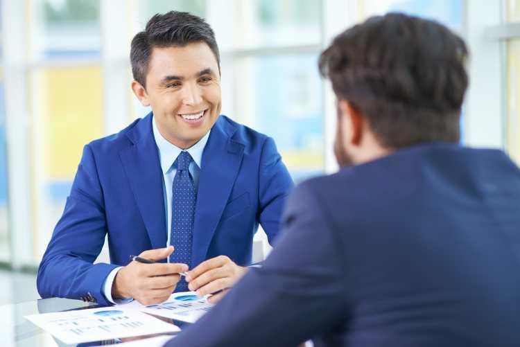 新入社員から「一瞬で信頼され、心理的距離を縮める方法」
