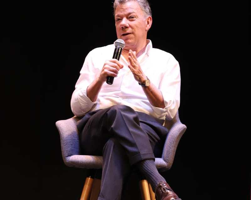 Juan Manuel Santos presentó a los caleños su libro 'La batalla por la paz'