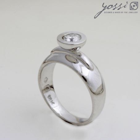 Glorious Diamond Engagement Ring 3
