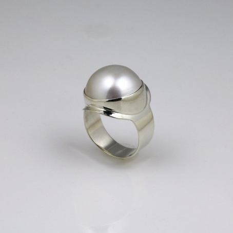 Majestic Mabe Pearl White Gold Dress Ring 4