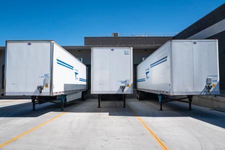 Perusahaan jasa truk ekspedisi ekspres cargo darat