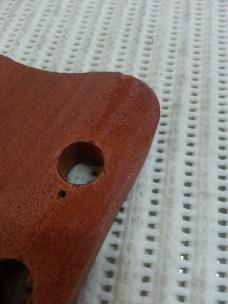 גיטרה בס אקוסטית תיקון שבר