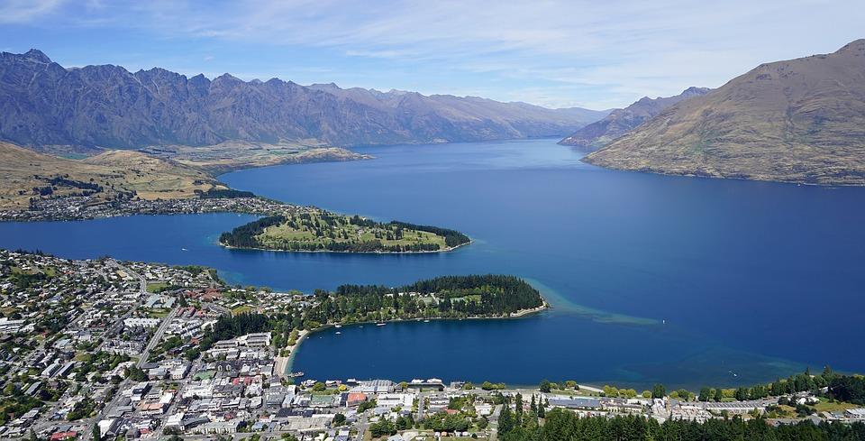 Lake Wakatipu in the South Island of New Zealand