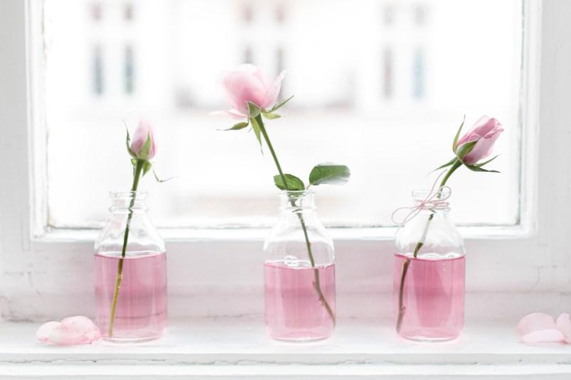 Blumendekoration in Rosarot zum Valentinstag