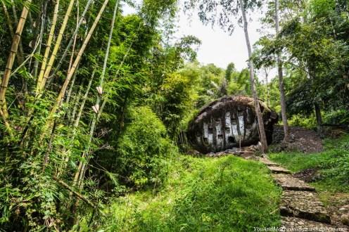 sulawesi toraja indonesia stone grave