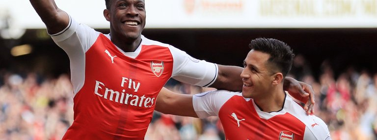 Welbeck celebrates with Sanchez