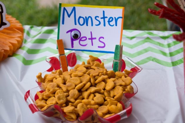 Monster Pets (goldfish crackers)