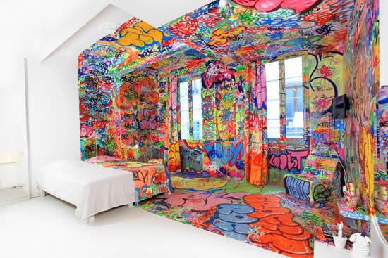 Au Vieux Panier Hotels Designer Rooms Panic Room Half White Half Graffiti  YouBentMyWookie