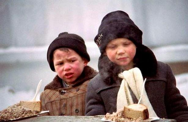 «Все социальные программы. Я хочу сказать, что сегодня даже для матерей-одиночек, детей-сирот, для детей, людей с инвалидностью – все снято начисто. Для чернобыльцев, для афганцев не осталось ни копейки, даже питание у детей в первых классах забрали», — заявила Тимошенко.