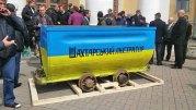 Украинские шахтеры протестуют и перекрывают дорогу Киев — Днепропетровск