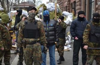На подходах к «Площади независимости» в Киеве произошли первые столкновения протестующих с полицией.