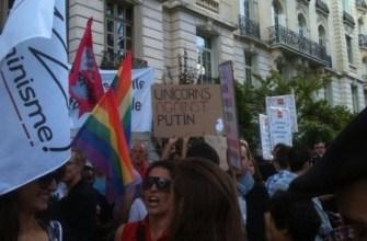 новости России,криминальные новости,новости Европы,гей активисты устроили митинг у посольства России, в Париже гей активисты вышли на улицы против бомбежки Сирии,геи в Париже устроили митинг у посольства России,акция против России,в Париже прошла акция против бомбежки Сирии у посольства России