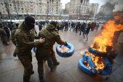 В центре Киева жгут покрышки и требуют голову Порошенко(Видео)