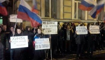 На провокации Украинских нацистов, Российские граждане вышли к посольству Украины.