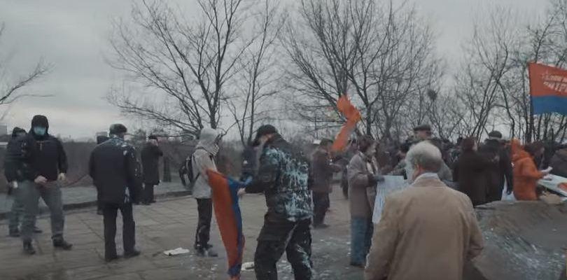 новости России,новости России,Киевские нацисты напали на пенсионеров,избили пенсионера в центре киева, бойцы из батальона азов избили пенсионеров,нациская Украина,фашиский Киев