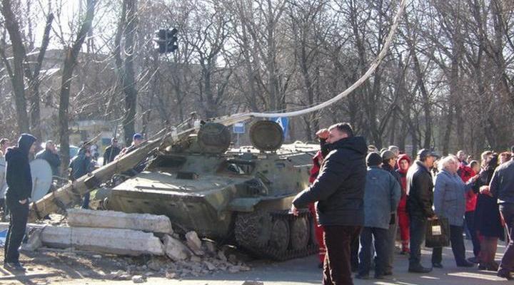 Военная прокуратура Украины расследует гибель двоих военных в результате наезда грузовика Нацгвардии.