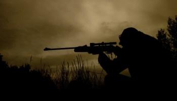 Психически неуравновешенный нацик из батальона АЗОВ, в алкогольном опьянении открыл огонь по мирным жителям в Чернигове