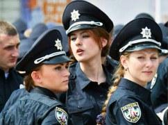 В Николаеве девушка-коп устроила истерику во время задержания (ВИДЕО 18+)