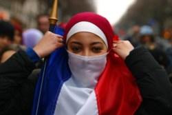 Новые правители Европы. Мигранты избивают людей на улицах Франции (Видео)