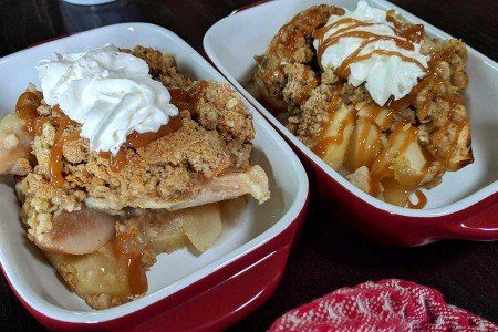 Mom's Delicious Apple Crisp – Easy Recipe!