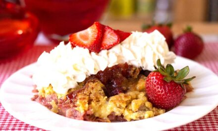 Easy Strawberry rhubarb crumble (Crisp)