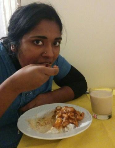 Et on mange avec les doigts en faisant des petites boulettes. On accompagne d'un bon thé Chai. Miam !