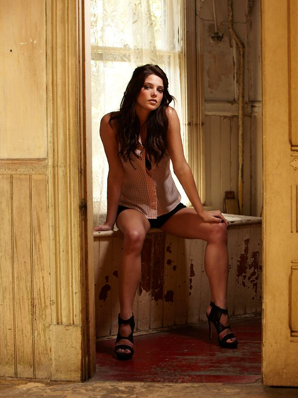 Fall Leve Wallpapers Ashley Greene Esquire Magazine