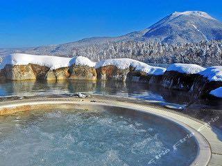 【攜程攻略】釧路阿寒湖溫泉景點,位于北海道釧路市的阿寒湖畔,由于有一條小街組成,所以也被人們稱為…