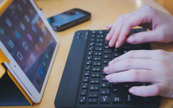 素材 タブレットとキーボード