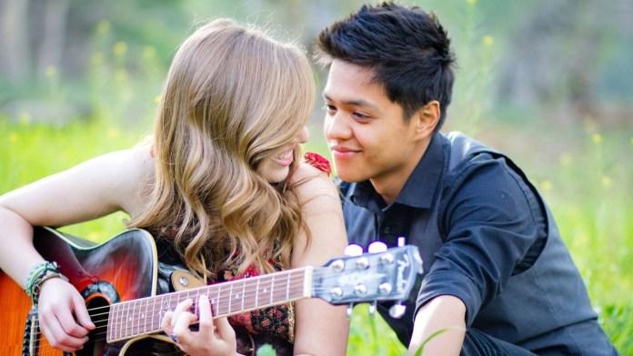 Cute-Couple-Love-Wallpaper For WideScreen