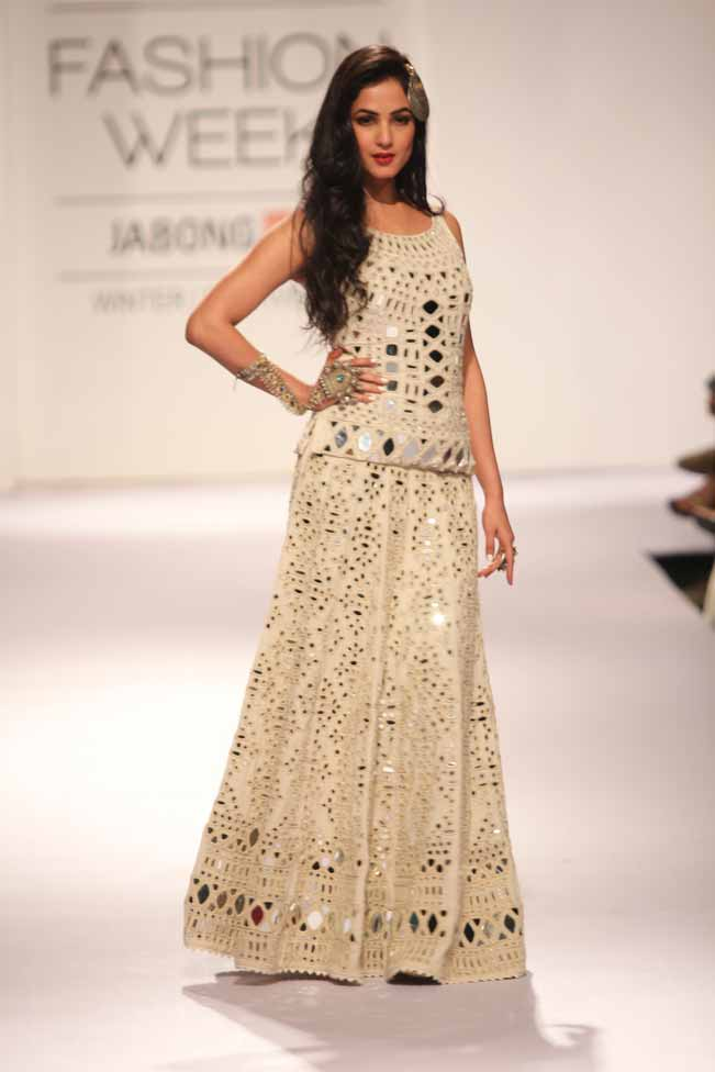 Sonal Chauhan Latest Wedding Collection For Girls