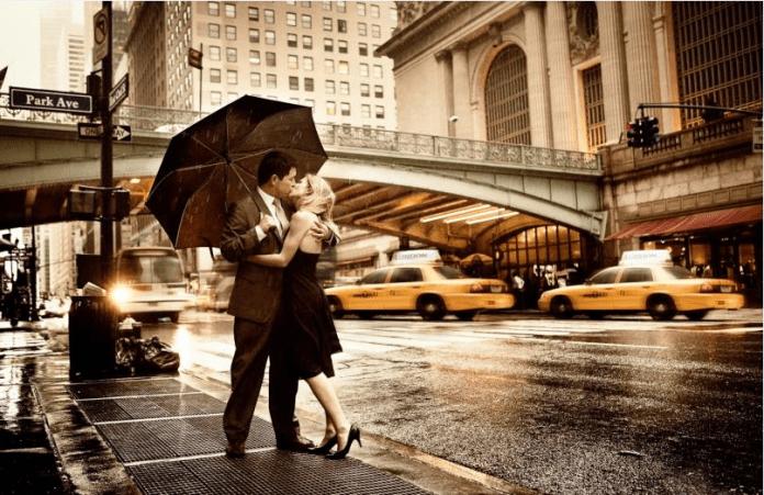 couple kissing under umbrella images