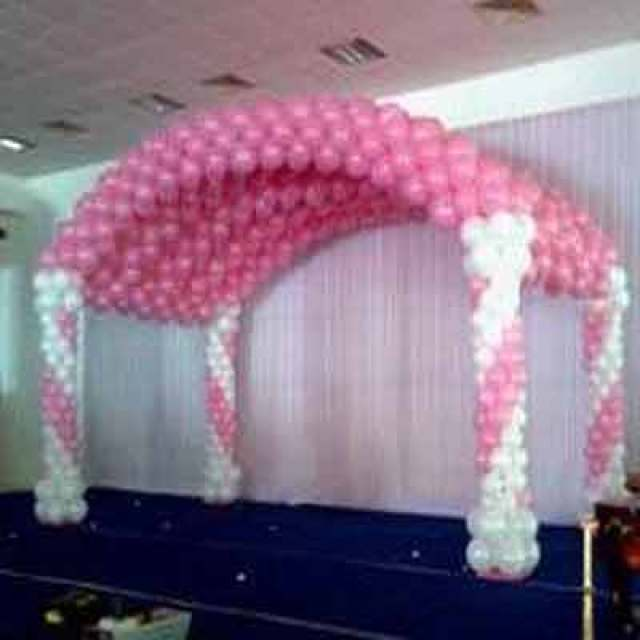 wedding stage decoration with balloons