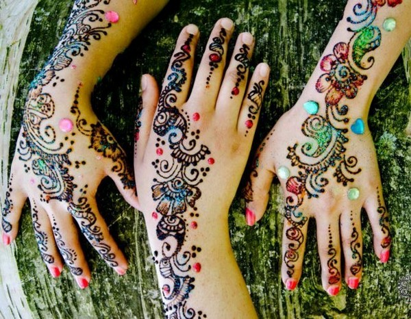 colored mehndi designs