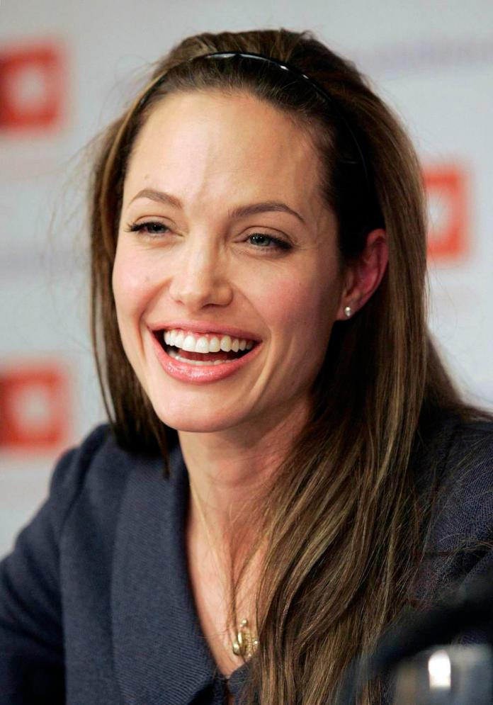 Angelina Jolie smiles during a news conference in Washington April 26, 2007 to announce the formal launch of Global Action for Children (GAC), an advocacy organization dedicated to orphans' and children's issues. REUTERS/Molly Riley (UNITED STATES) USA/JOLIE