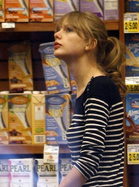 Photos of Taylor Swift Without Makeup