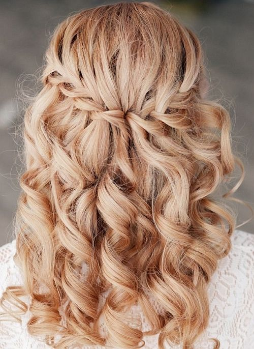 bridal hairstyle for curly hair