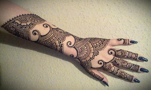 back Hand Karva Chauth Mehndi Design Photos