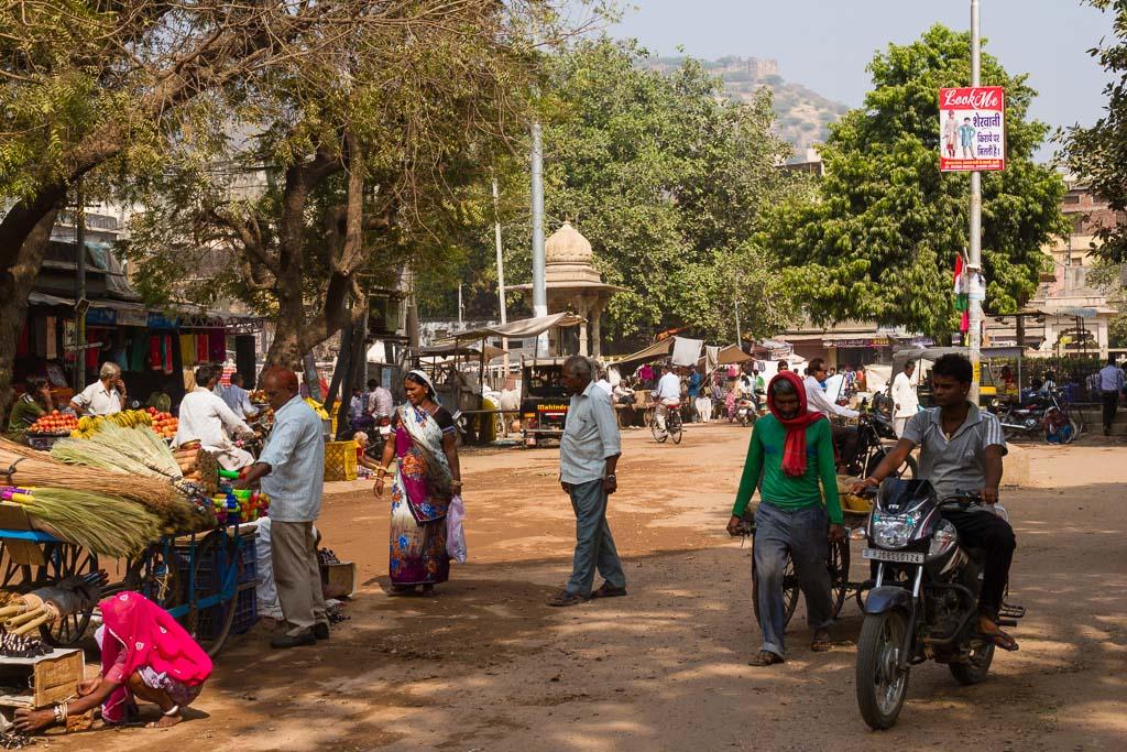 A street market in Bundi