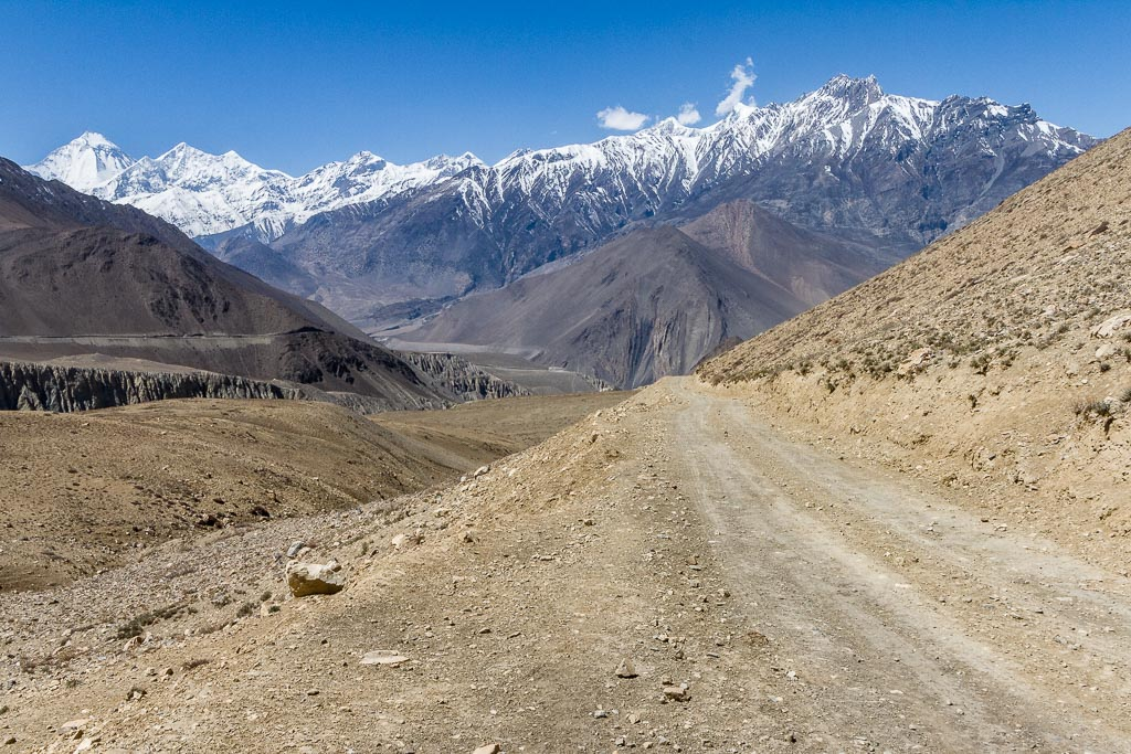 The road from Muktinath to Kagbeni